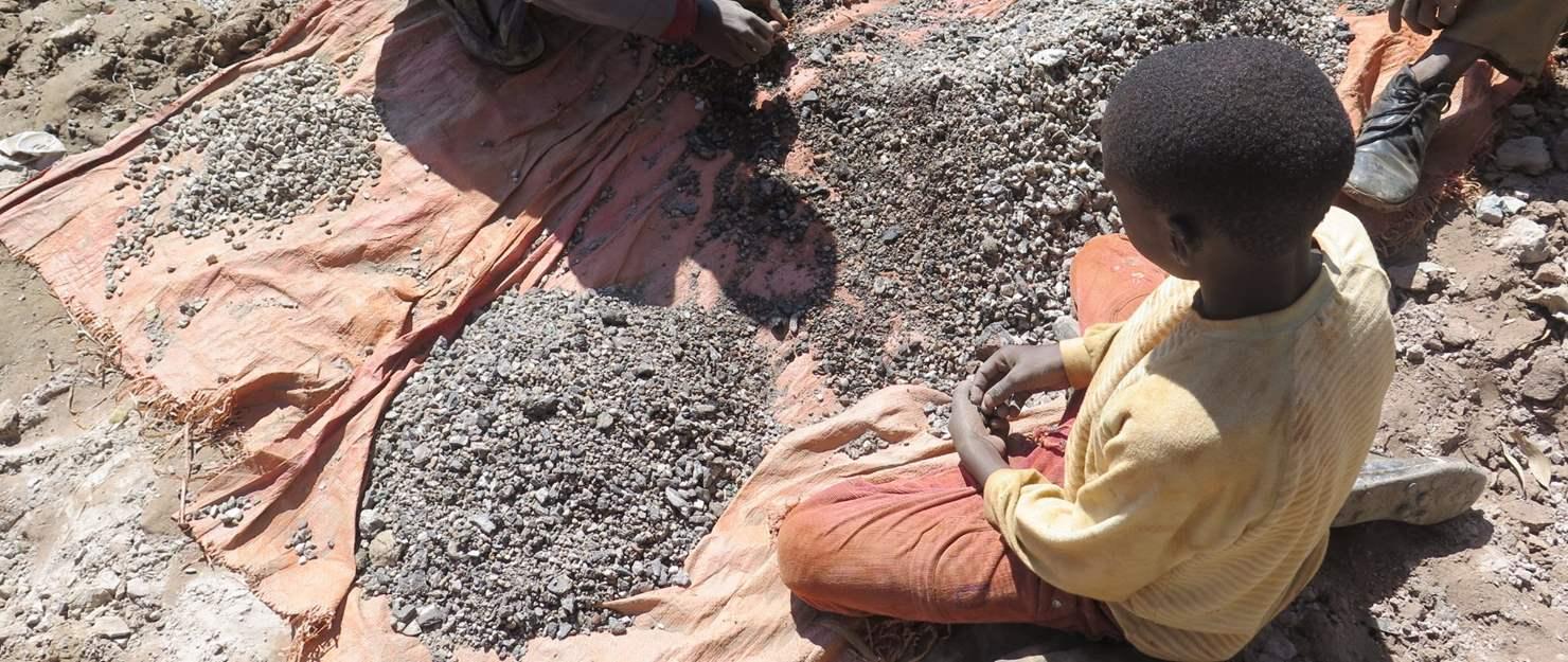 'Voila Pourquoi on meurt'. Les atteintes aux droits humains en République Démocratique du Congo alimentent le commerce mondial du cobalt. Rapport de recherche effectuée par Amnesty International et Afrewatch.